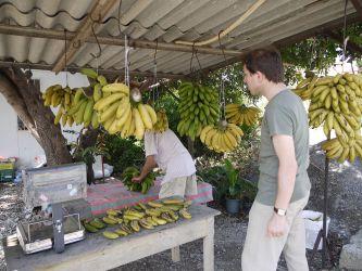 バナナを買う